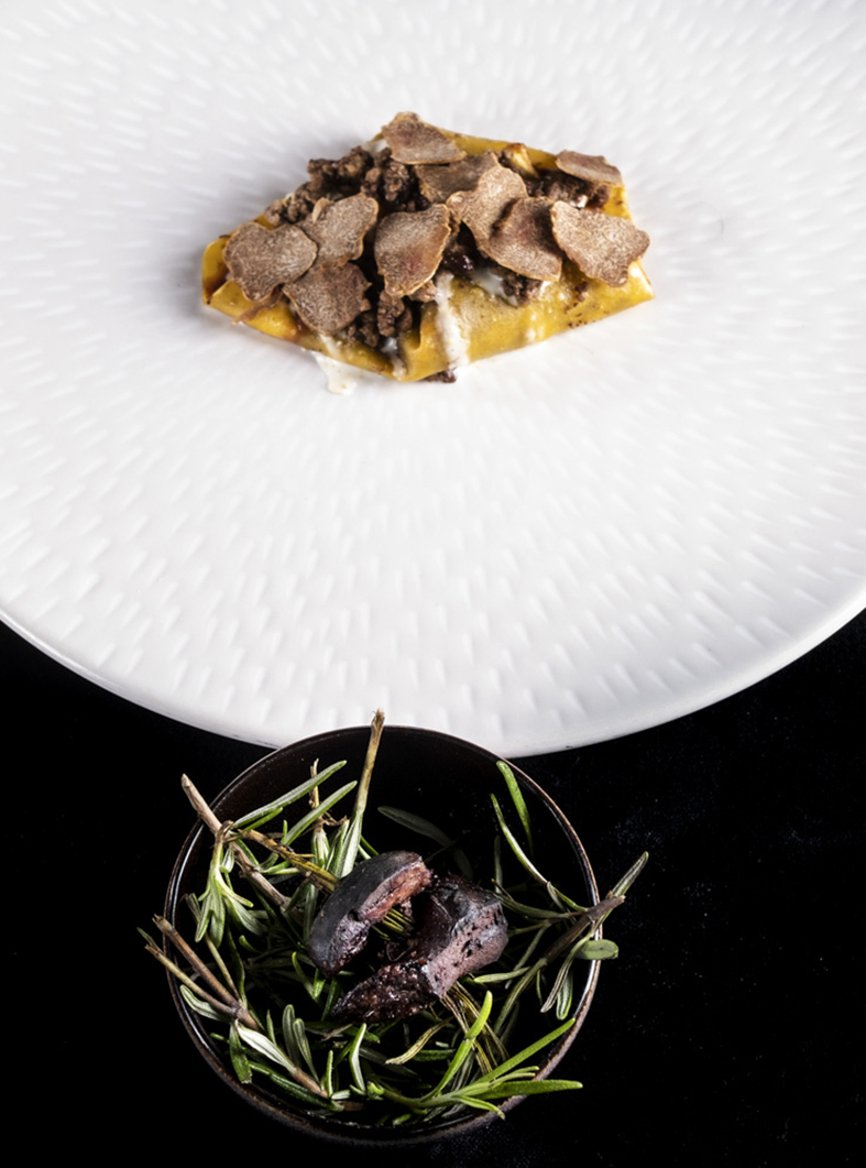 Lasagnetta chiusa di farina di castagne, lepre e ginepro